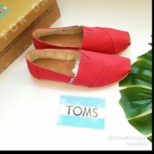 Tom's rose red color flats size 9